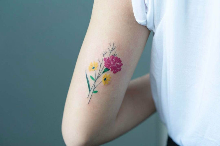 tatouage de fleur minimaliste