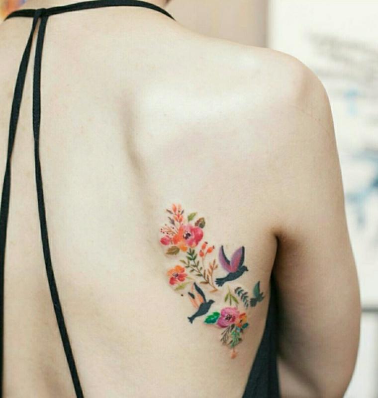 tatouage de fleurs et doiseaux