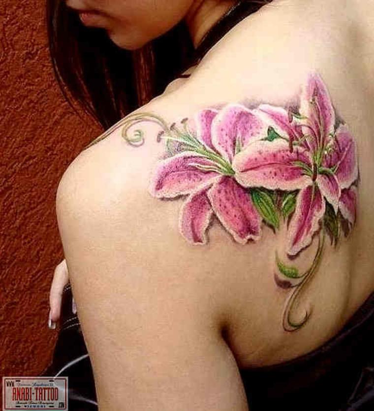 Tatouage de fleurs de lis