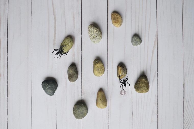 Halloween-décoration-yeux-idées-pierres