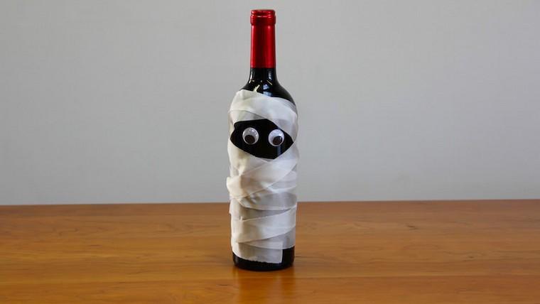 bouteilles spéciales décorées par des fantômes