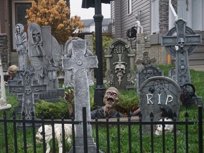 creative-halloween-decor-patio