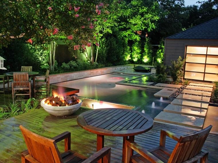 design-exterieurs-original-table-bois-piscine