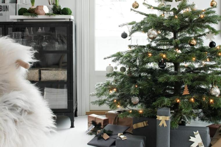 hygge decoration-arbre-noel-cadeaux-noir
