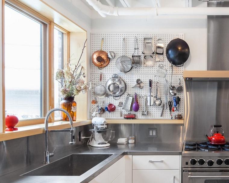 cuisine-accessoires-idees-table-piquets-cuisine-idustrial