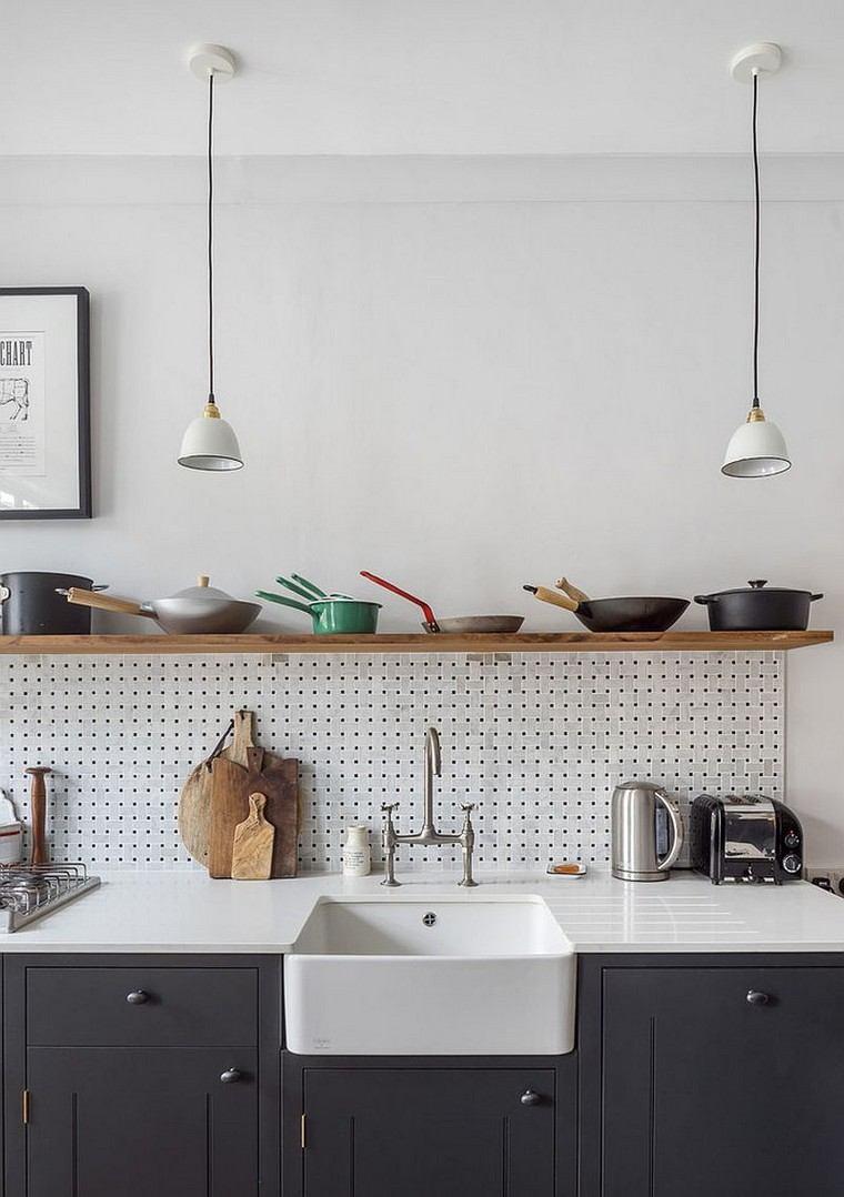 cuisine-accessoires-idees-tables-piquets-evier-etagère