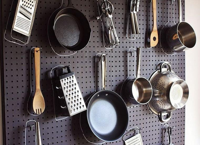 cuisine-accessoires-idees-piquets-de-table-noir-idees