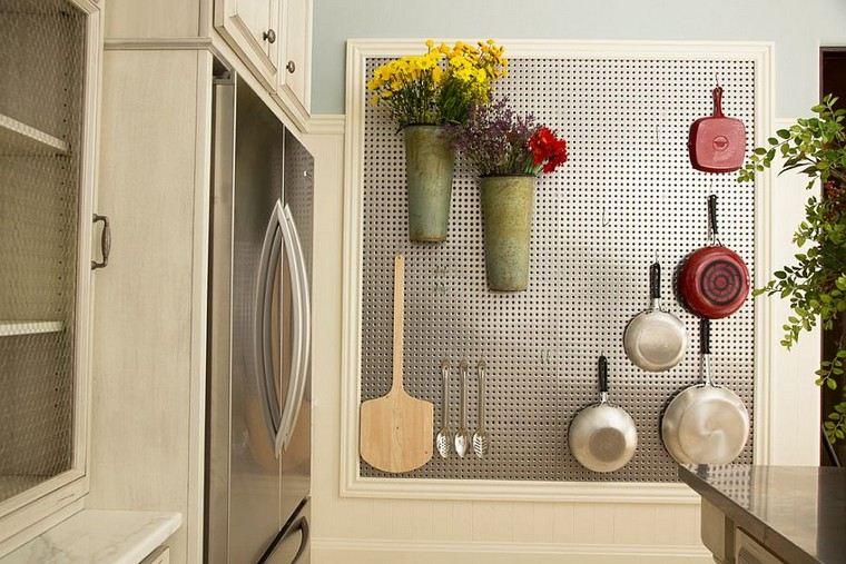 conseil-chevilles-cuisine-acier-fleurs