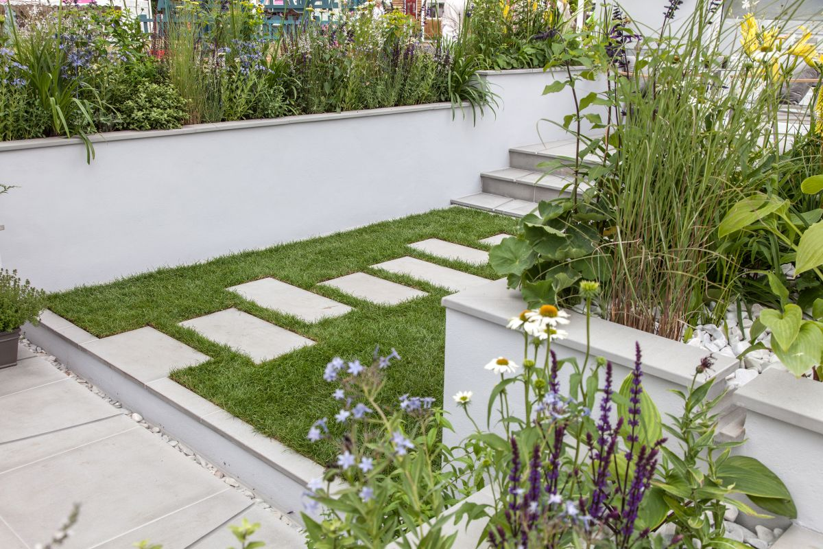 jardins avec chemin de pierre