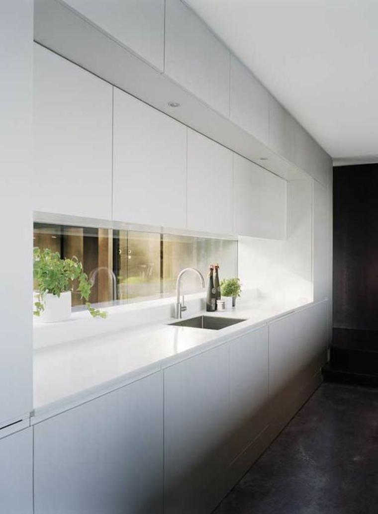 fenêtre-tableau de bord-cuisine-minimaliste