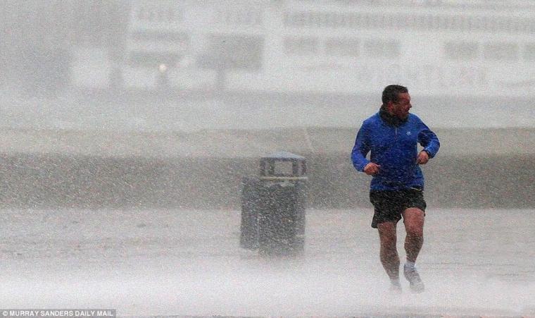 courir-bas-la-pluie