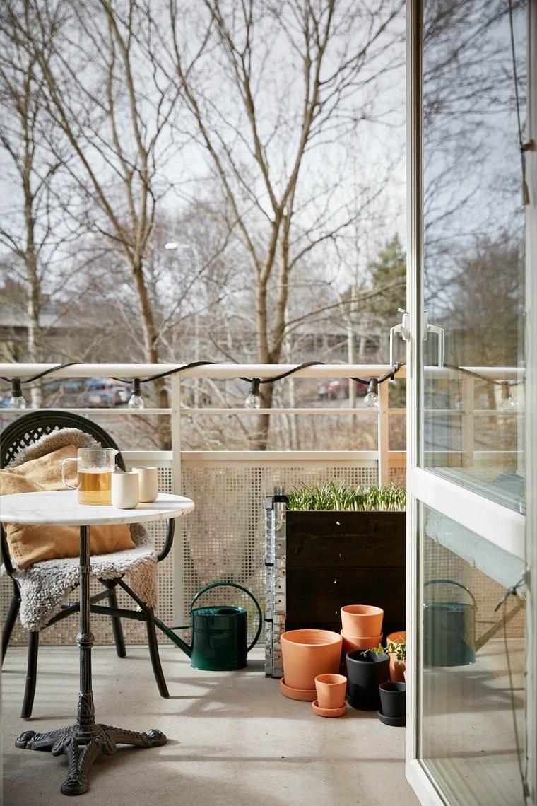 hiver-balcon-décorer-meubles-couvertures
