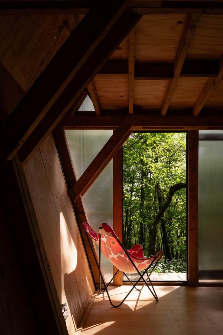 petites-maisons-mobiles-forêt-intérieur-terrasse