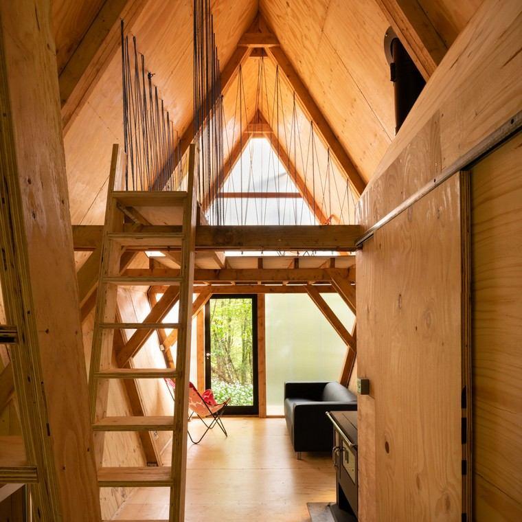 maisons mobiles-petite-maison-forêt-intérieur-bois