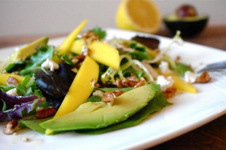 Salade davocat à la mangue et aux noix