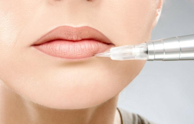 maquillage contour des lèvres
