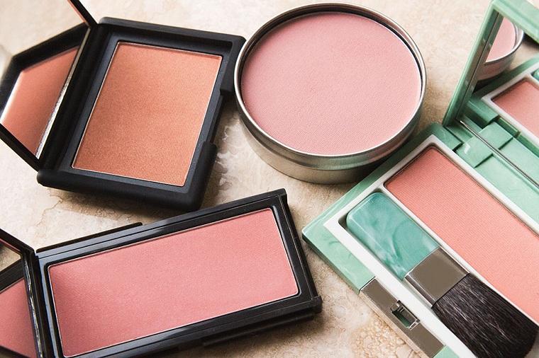 maquillage parfait-blush-couleur-rose-pêche-tendances