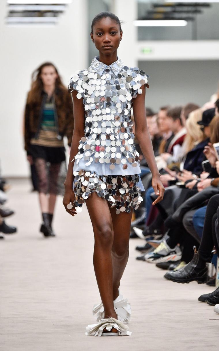 robe à paillettes argentées