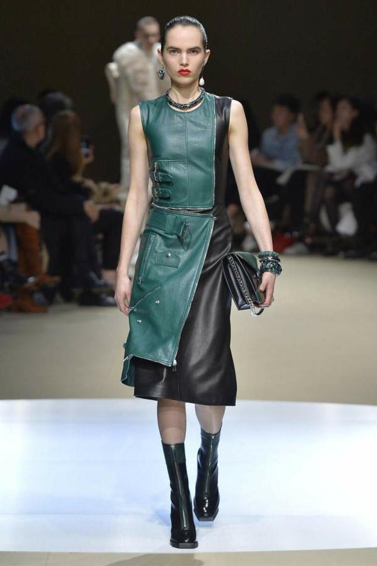 mode-pour-femme-robe-en-cuir