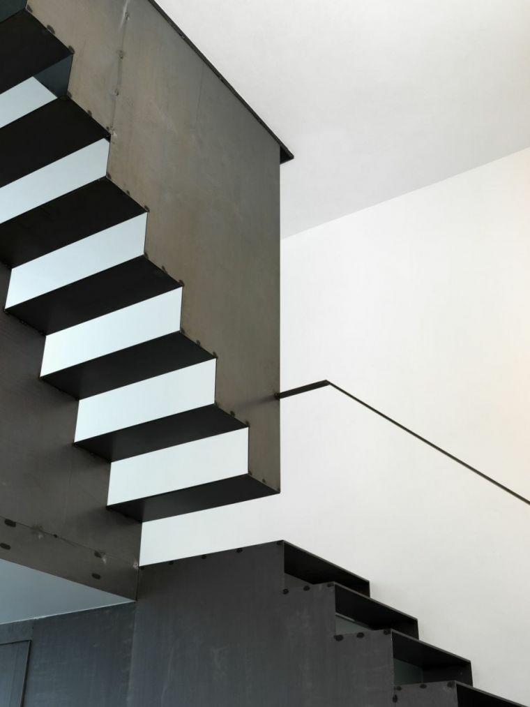 éléments descalier en aluminium-noirs