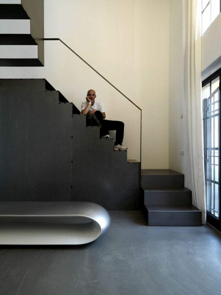 escaliers en bois-éléments-noirs