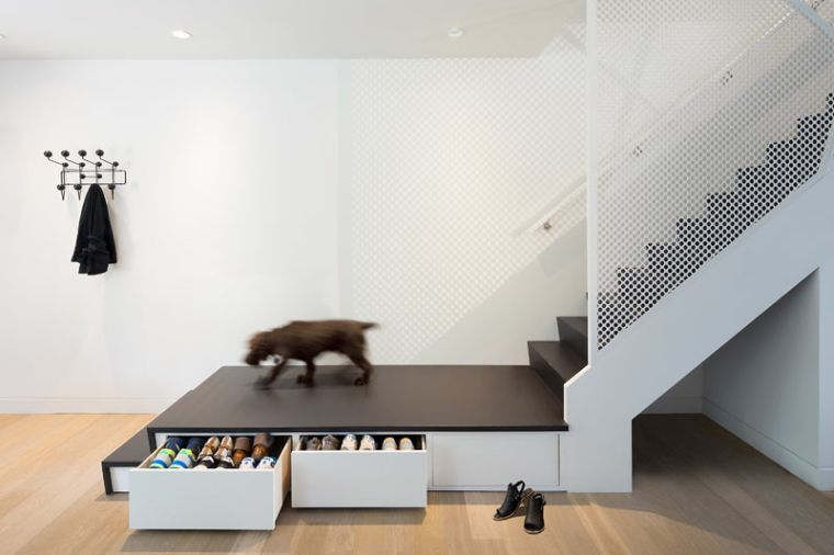escaliers en métal-éléments-noirs