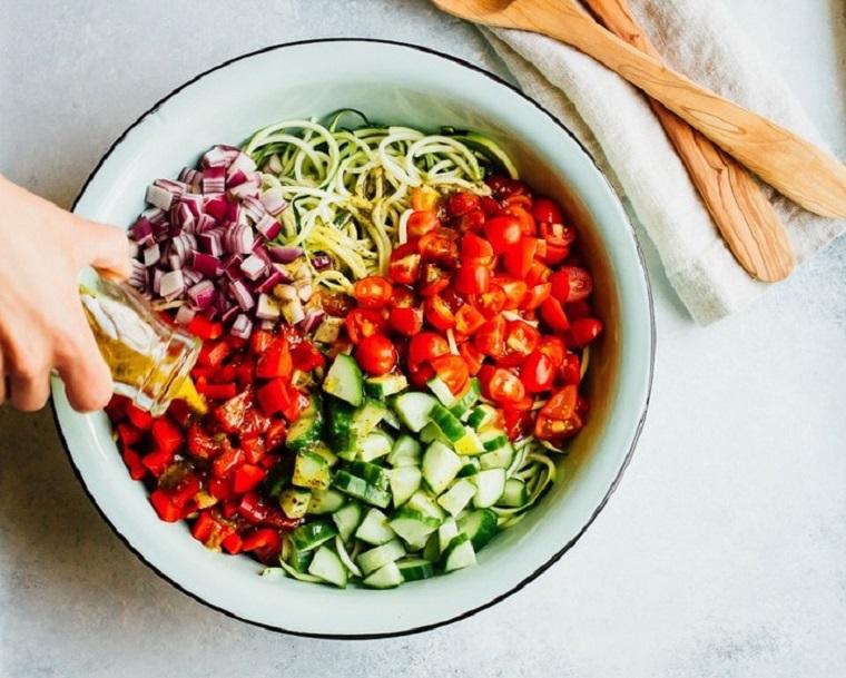 nouilles-courgettes-recettes-salade-légumes-santé