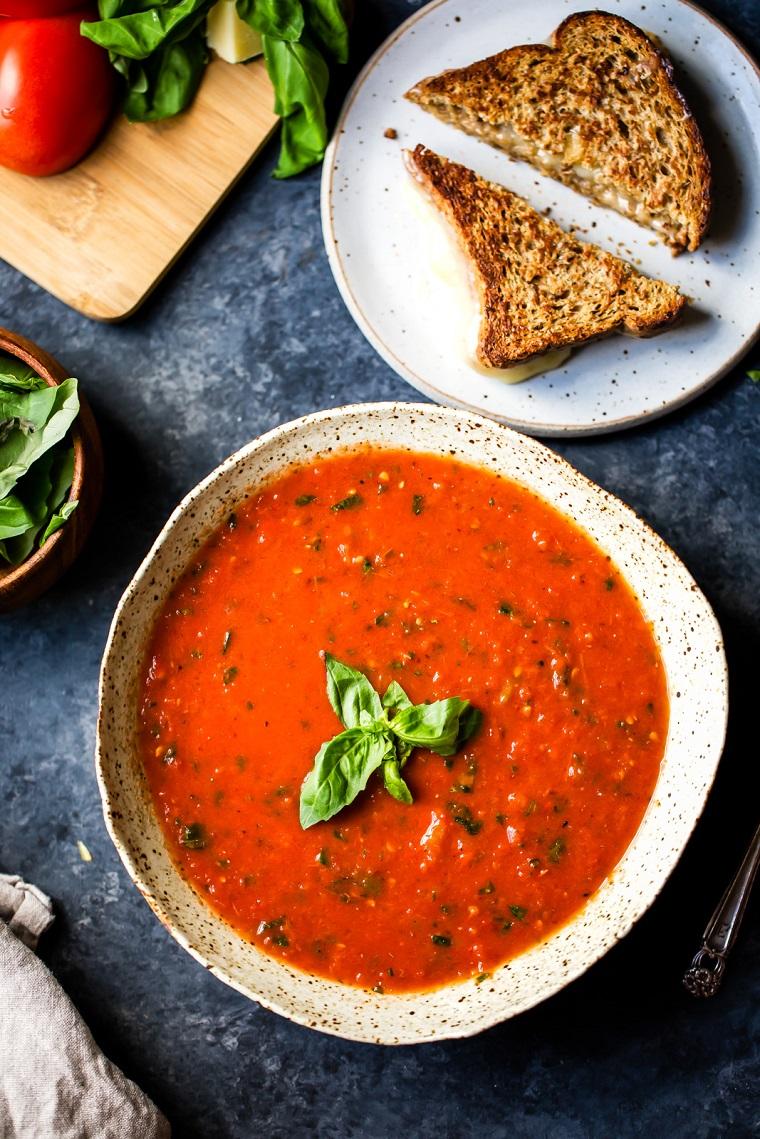 nourriture-végétalien-recettes-facile-soupe-riche en tomates
