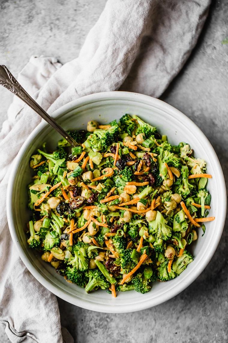 recettes-végétaliennes-plats-faciles-options-salade-brocoli-vinaigrettes-idées