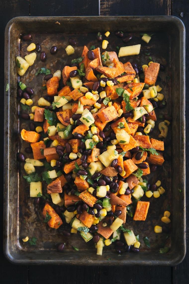 nourriture-vegan-recettes-faciles-options-salade-pomme de terre-douce
