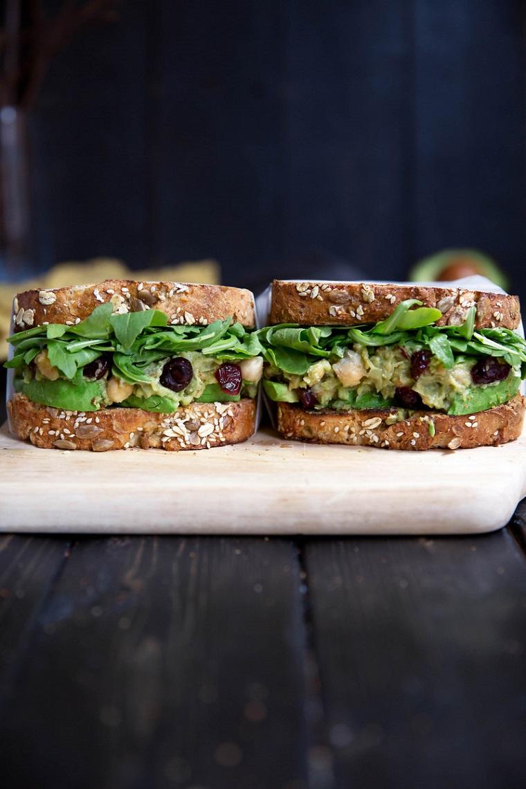 sandwichs végétaliens riches en nourriture