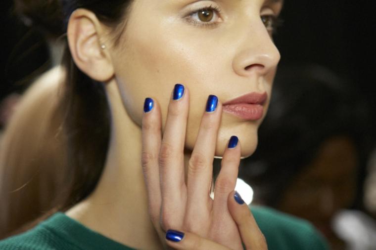 manucure-a-dioseno-couleurs-hiver-bleu-sombre
