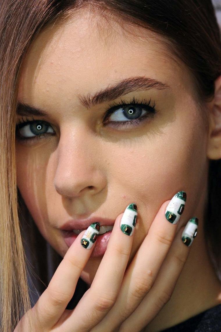 manicura-unas-dioseno-colores-verde-estilo