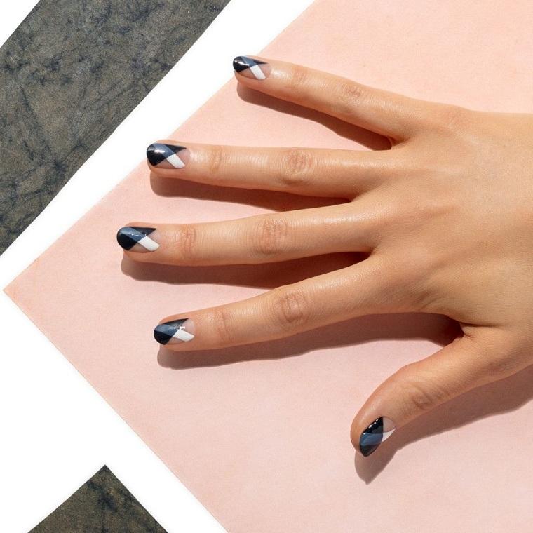 manucure-elegante-couleurs-approprie-noir-blanc-gris