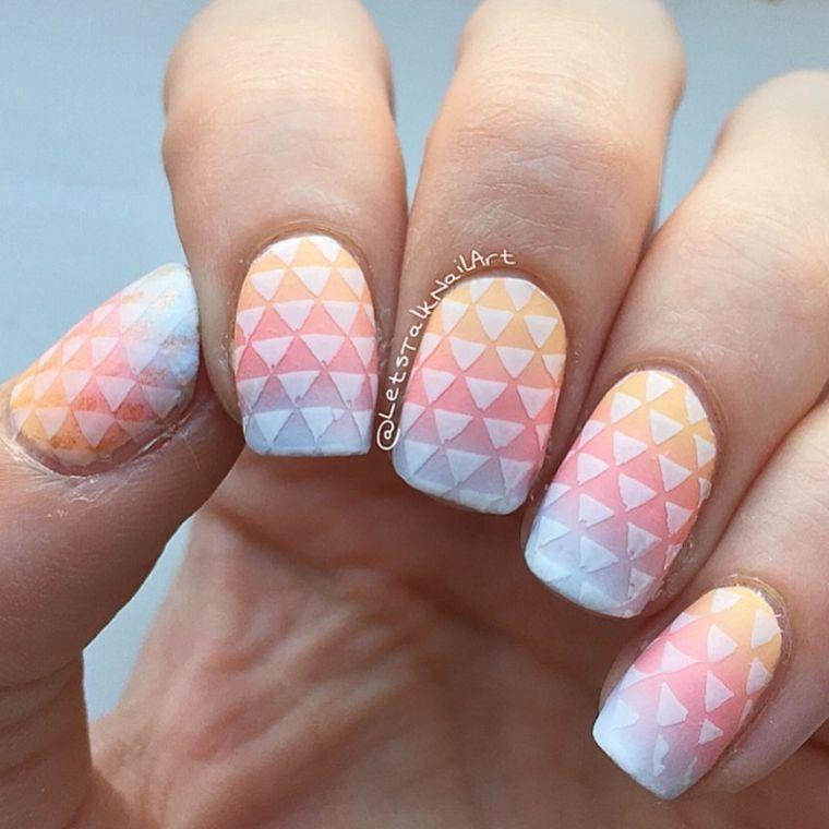 certains-décor-design-géométrique-triangles-blanc