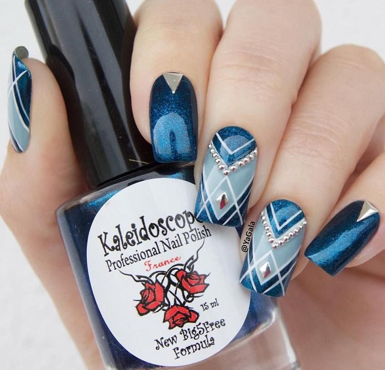 unas-geometricas-solor-azul-estilo-moda