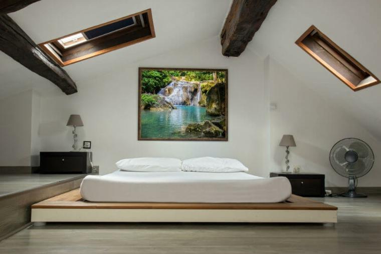 Idées de chambre penthouse avec plafonds bas et lumières du ciel