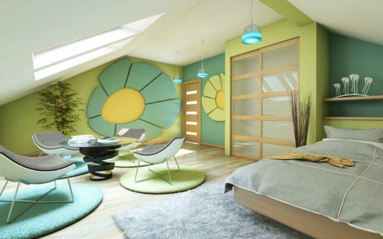 Chambre colorée et lumineuse dans le grenier