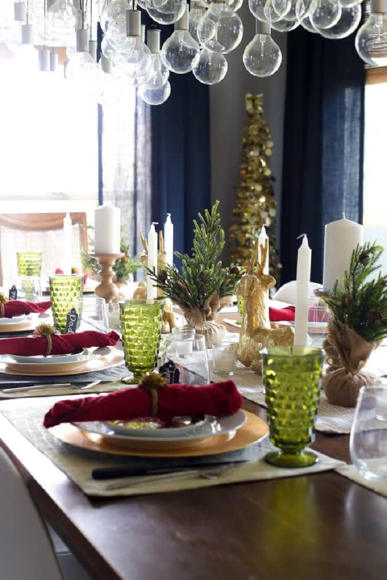 arbre-de-noel-petite-table-décoré