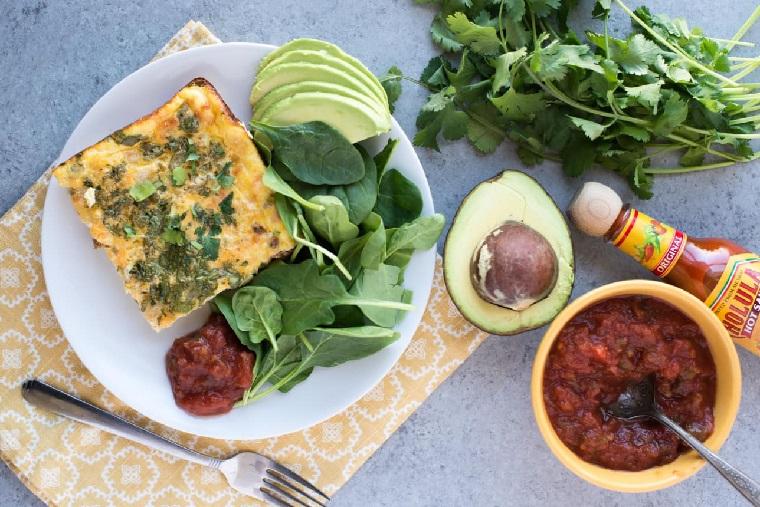 copieux petits déjeuners-noël-cocotte-chorizo-huevos-servir
