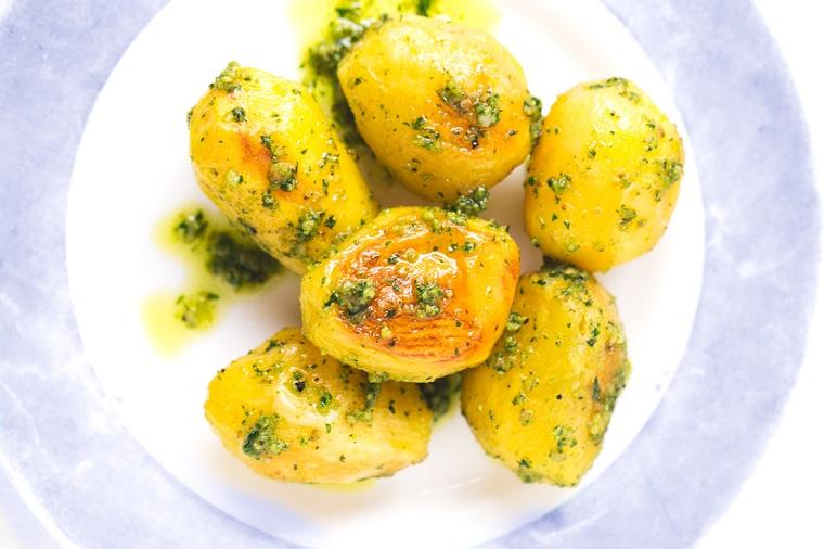 pommes de terre-al-horno-idees-recettes-rapides-pesto-idees