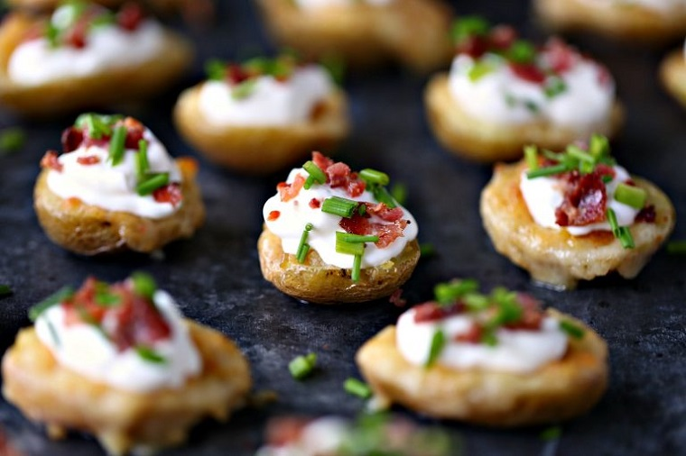 pommes de terre-al-horno-bacon-queso-crema-receta-ideas
