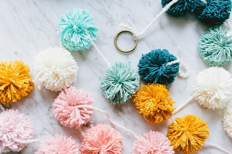 bricolage-guirlande-festive-coloré-idées-noel-decoration