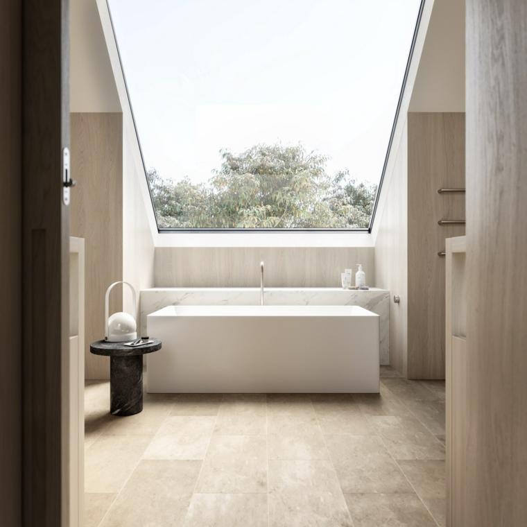 salle de bain avec toit en verre
