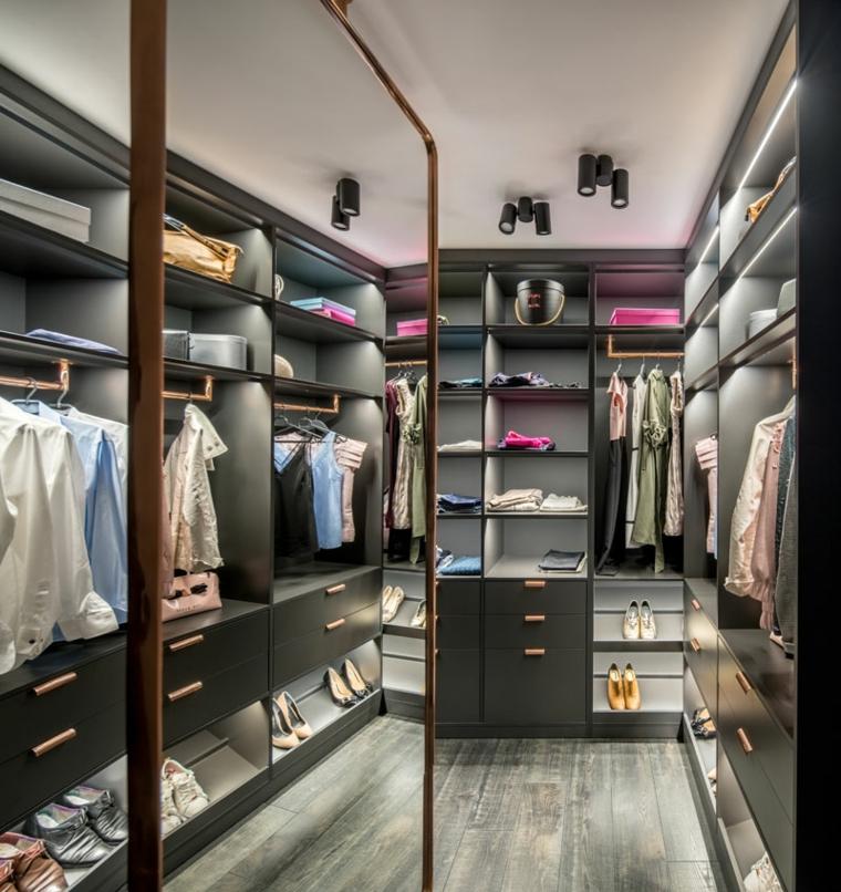 placard-vêtements-chaussures-spacieux