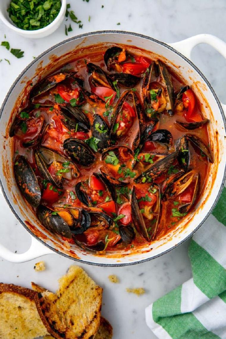 recettes-au-poisson-la-dor-moules-sauce-tomate-ail