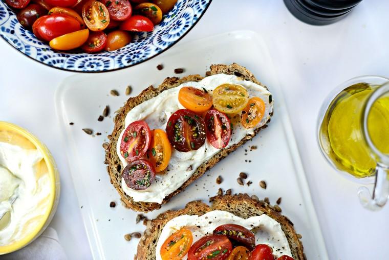 recettes-pour-déjeuner-toast-tomates