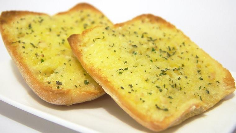 recettes-pour-petit-déjeuner-pain-toasté-ail-options