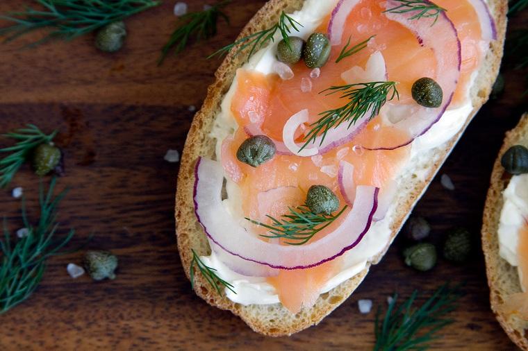recettes-pour-petits-déjeuners-pain-saumon-toasté