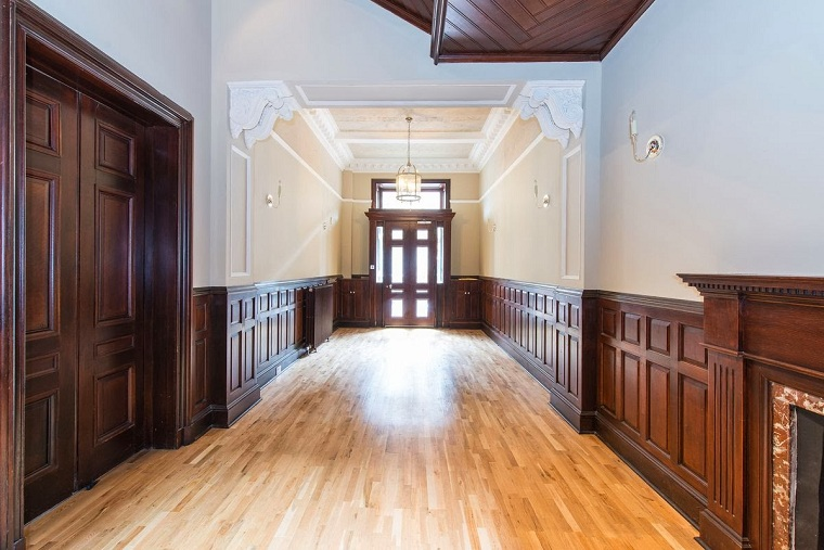 hall-wide-details-ceiling-enduit